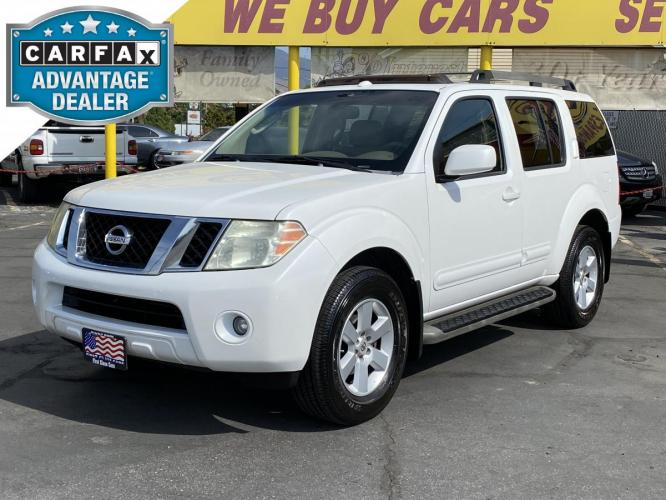 2008 Cloud White /Tan Leather Nissan Pathfinder SE 4WD (5N1AR18B48C) with an 4.0L V6 engine, Automatic transmission, located at 801 South State Street, Salt Lake City, UT, 84111, (801) 328-0098, 40.751953, -111.888206 - Photo #0